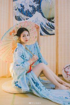 Beautiful Japanese Girl, Japanese Beauty, Beautiful Asian Women, Asian Beauty, Traditional Fashion, Traditional Outfits, Cute Asian Girls, Cute Kimonos, Geisha