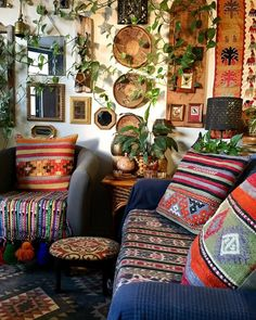 Creative Bohemian Bedroom and Interior Decor Ideas: Are you ready to give your home bedroom with the perfect bohemian effect? Bohemian Room, Bohemian Decor, Boho, Cute Living Room, Living Room Decor, Bedroom Decor, Deco Retro, Interior Decorating, Interior Design