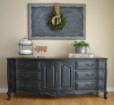 @Nikki Brewer Hogsed ok next pne like this i need!!!! ah-mazing! Funky Junk: Black Buffet - Dresser