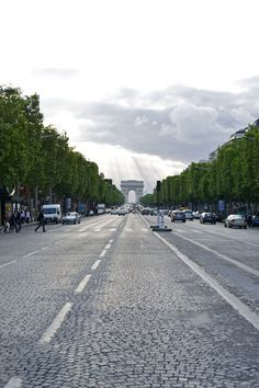 Champs Elysees- I used to walk to the office looking at this stunning scenery everyday... Awhh... Souvenirs <3