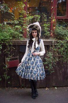 Blue and ivory with bonnet - Elegant Poupée