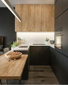 Outra residência contemporânea e linda pra começar essa semana! Preto + madeira clarinha que amamos = muito amor! Projeto Marzena Jurek e…
