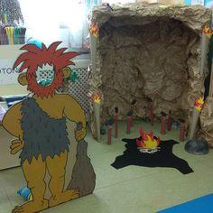 Пещерные люди Classroom Displays Ks2, Ancient Indian History, Prehistoric Age, Stone Age Art, English Projects, Iron Age, Preschool Art, Native American Art, Archaeology