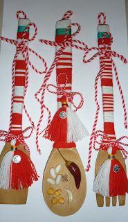 Шаренийки: Мартеници Baba Marta, Vintage Jewelry, Christmas Ornaments, 8 Martie, Holiday Decor, Bulgaria, Crafts, Beautiful, Home Decor