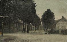 Deze prentbriefkaart uit 1905 toont de Stationsstraat voorheen Dorpsstraat in #Maarheeze. Links het huis van Math. v.d. Weegh rechts slagerij H. Maas. Vervaardiger: niet vermeld