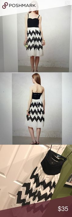 Anthropologie Liefnotes strapless chevron dress Black and white and chevron is always in style! Last pic shows the tulle undershirt, excellent pre-loved condition, straps are not included but are certainly easy to find, side zip, 100% cotton Anthropologie Dresses Strapless