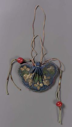 Purse for man's court belt (shou), Qing dynasty Silk embroidered with silk, x 7 in. via Museum of Fine Arts, Boston Vintage Purses, Vintage Bags, Vintage Handbags, Textiles, Chinese Embroidery, Vintage Embroidery, Ideas Joyería, Man Purse, Chinese Clothing