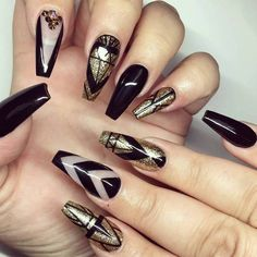 Glamorous Black and Gold Nail Designs black with gold nails bmodish Gold Gel Nails, Black Gold Nails, Sparkle Nails, Acrylic Nails, Coffin Nails, Matte Black, 3d Nails, Beautiful Nail Art, Gorgeous Nails