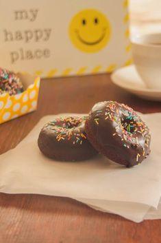 Σοκολατένια ντόνατς φούρνου/Chocolate baked donuts - Myblissfood.grMyblissfood.gr Tasty, Yummy Food, Baked Donuts, Doughnut, Cookies, Chocolate, Baking, Sweet, Desserts