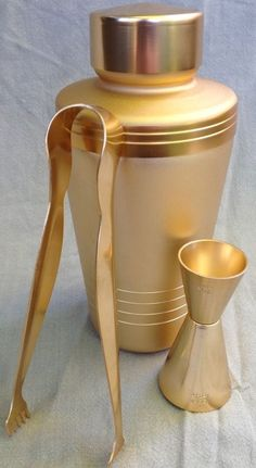 Vintage Mid Century MIRRO BRUSHED GOLD TONE COCKTAIL Drink Martini Shaker Mixer