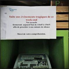 """L'affiche HALLUCINANTE de l'Assurance Maladie pour la minute de silence... Surement LA photo de l'année, photo prise, à la Caisse Primaire d'Assurance Maladie (CPAM) du Cantal à Aurillac. L'affiche qui annonce la fermeture de l'agence de 11h45 à 13h15 pour """"procéder à une minute de silence"""". WTF !!!!!"""