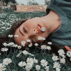 How are you guys? By ✨ fotografia Girl Photography Poses, Creative Photography, Amazing Photography, Hipster Photography, Makeup Photography, Fashion Photography, Female Photography, Photography Hacks, Film Photography