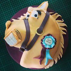 Happy birthday sophie! Great fun doing this one... #horse  #horsecake #cakes #cakesofinstagram #cakedecorating #planitcake #happybirthday #somersetcakes #somerset #dorset #dorsetcakemaker