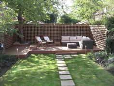 dalles sur gazon artificiel jardin pour amenagement petit jardin