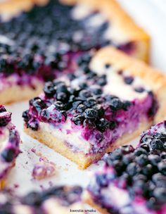 Blueberry Pancake Cupcakes Lemon poppyseed cupcakes with lemon curd filling and blueberry cream cheese frosting Blueberry Cake. Brownie Desserts, Just Desserts, Delicious Desserts, Dessert Recipes, Yummy Food, Drink Recipes, Cake Recipes, Eat Dessert First, Dessert Bars