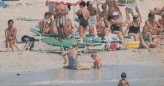 August 1987 (or Prince Harry and his mum Lady Diana enjoying some sun at the Beach in Majorca, Spain Diana Son, Lady Diana Spencer, Princess Diana Rare, Princess Of Wales, Charles And Diana, Prince Charles, Spanish Holidays, Old Flame, British Royal Families