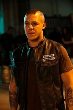 Picture: Theo Rossi in 'Sons of Anarchy.' Pic is in a photo gallery for Theo Rossi featuring 17 pictures. Sons Of Anarchy Juice, Serie Sons Of Anarchy, Sons Of Anarchy Samcro, Theo Rossi, Juice Soa, Soa Cast, Sons Of Anachy, Sons Of Anarchy Motorcycles, Raining Men