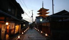 Higashiyama Hanatoro, March 12 to 21, 2016. The historic Streets of Higashiyama District are lined by more than 2400 lanterns that stretch from Shorenin all the way to Kiyomizudera. Many shops also have extended opening hours during Hanatoro, and in combination with the illumination events makes for a pleasant evening atmosphere.