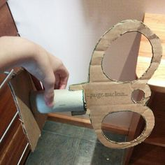 DIY how to make a wind-up key for wind-up doll costume Get a hot glue gun and glue AL the areas that need to be glued together Halloween Festival, Halloween 2017, Halloween Cosplay, Halloween Ideas, Halloween Costumes, Fancy Costumes, Diy Costumes, Costume Ideas, Wind Up Doll Costume