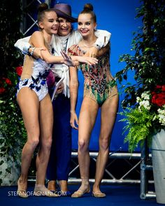 Arina and Dina Averina (Russia) and the head Russian coach Irina Viner, backstage World Championships (Pesaro) 2017 Rhythmic Gymnastics Training, Gymnastics Flexibility, Gymnastics Poses, Artistic Gymnastics, Olympic Gymnastics, Dancer Photography, Gymnastics Photography, Dina Averina, Laurie Hernandez