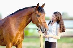 In diesem Beitrag erfährst Du warum Loben im Pferdetraining so wichtig ist, wie Du Dein Pferd richtig lobst und motivierst, und wann der richtige Zeitpunkt dafür ist!