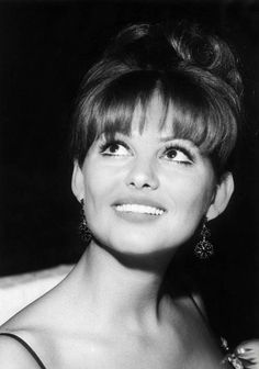 c1e8a656401a52077d463bf4ade56154--claudia-cardinale-vintage-beauty.jpg (564×804)