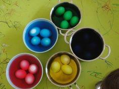 Βάψιμο αυγών με χρώματα ζαχαροπλαστικής - ftiaxto.gr