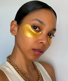 O guia completo dos tipos de máscaras faciais » STEAL THE LOOK Look, Skincare, Eye Masks, Soft Lips, Most Beautiful Faces, Sagging Skin, Clay Masks, Face Masks, Skincare Routine