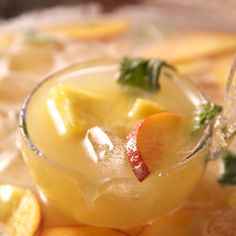 Prosecco Wine Punch - Has there ever been a more perfect brunch drink than prosecco, vodka, and pineapple juice? Brunch Drinks, Fun Drinks, Detox Drinks, Juice Drinks, Beverages, Prosecco Punch, Prosecco Drinks, Vodka Cocktails, Vodka And Pineapple Juice