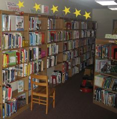 Library Patch: Deweying It My Way Library organization and signage ideas and resources. Elementary School Library, Middle School Classroom, Elementary Schools, Library Lessons, Library Ideas, Dewey Decimal System, Classroom Posters, Classroom Décor, Library Organization