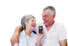 Móviles para personas mayores: Cuál debo comprar?