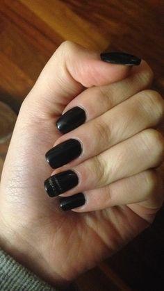 Black and a little bit of gold⚫️ #nails #nailsart #black