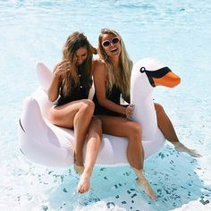 Image about girl in Bff goals👯💫🤗💕 by tia on We Heart It Bff Pictures, Best Friend Pictures, Summer Pictures, Friend Photos, Bff Pics, Bff Goals, Best Friend Goals, Couple Goals, Pool Picture