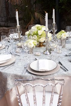 White roses centrepieces for a classic table setting.  Private event by The Wedding Company - Portugal.  Photo by TWC.