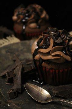 Voihan suklaa. Sitä tekee aina välillä mieli niin paljon, että on pakko keksiä joku ihana överisuklainen herkku, jota voi mus...