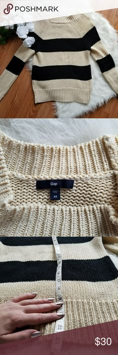 Gap cream and black Sweater Gap sweater  Free shipping bundles of 4 or more or add to bundle and I will give you shipping discount GAP Sweaters
