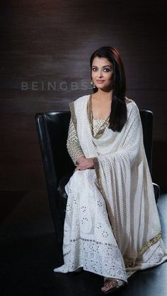 Bollywood actor Aishwarya Rai Bachchan during an interview with HT City- Hindustan Times for the promotion of upcoming movie 'Sarbjit' at Hotel Le Meridien, on May 2016 in New Delhi, India. Aishwarya Rai Photo, Aishwarya Rai Bachchan, Mangalore, Bollywood Saree, Bollywood Fashion, Glamour World, Desi Wear, Bollywood Actress Hot Photos, Indian Celebrities