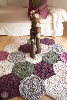 ♥ Crochet rug pattern / Crochet made with trapillo. The final size of the carpet is customizable, depending on the parts which form part of it. It is a diy stricken Items similar to Pattern in PDF of Trapillo carpet in Crochet. English and Spanish on Etsy Crochet Diy, Crochet Simple, Crochet Home, Crochet Rug Patterns, Crochet Stitches, Yarn Projects, Crochet Projects, Crochet Carpet, Yarn Crafts