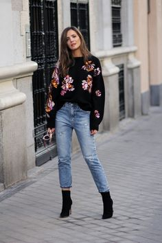 GROOVE looks – Lady Addict Black sequinn embellishment sweater+cropped jeans+black heeled sock boots. Sock Boots Outfit, Dressy Jeans Outfit, Casual Dressy, 80s Outfit, Black Booties Outfit, Jumpsuit Outfit, Casual Outfits 2018, Heels Outfits, Outfits With Boots