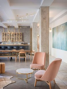 When it comes to getting a hotel ready to greet its guests, a lobby design is a tell-all. The entrance to a brand new world of luxury, these luxurious hotel lob Cafe Interior, Luxury Interior Design, Modern Interior Design, Interior Architecture, Interior Decorating, Contemporary Interior, Luxury Hotel Design, Interior Design Themes, Commercial Interior Design