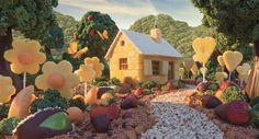 """Imagem: Foodscapes: """"Edible Arrangements Cottage"""" (© Carl Warner)"""