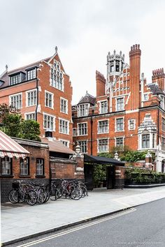 Marylebone is as lovely as central London neighborhoods get. If you're up for exploring, here's a quick guide to the area. London City, Beach London, London Architecture, Gothic Architecture, Ancient Architecture, London Neighborhoods, Highgate Cemetery, Uk Destinations, London Places