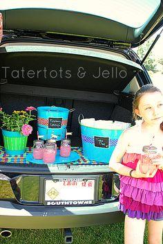 Love this idea of a tailgate picnic in the car! via @jenjentrixie
