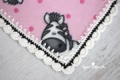 How to Crochet Around Fleece Fabric with the Skip Stitch Blade - Repeat Crafter Me Fleece Blanket Edging, Crochet Blanket Border, Crochet Boarders, Crochet Edging Patterns, Crochet Stitches, Lovey Blanket, Crochet Edgings, Flannel Blanket, Crochet Gifts