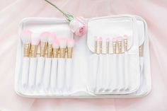 Add some GLAM to your beauty routine! The White Glam Brush Book is the perfect way to keep your glam beauty brushes clean, organized and easy to access! Each White Glam Brush Book: ♥ includes 25 glam