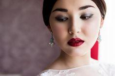 Bride's morning. Snowwhite. red lips