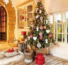 Consejos para que tu árbol sobreviva a la Navidad Navidad Natural, Christmas Time, Xmas, Christmas Interiors, Cherished Memories, Christmas Decorations, Holiday Decor, Ideas Para, Ladder Decor