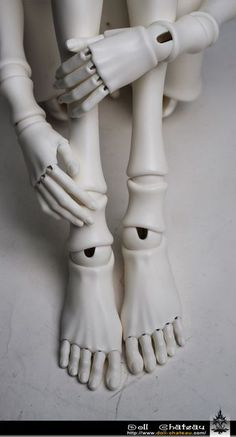 hands and feet | Doll Chateau?