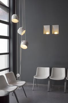 lighting by accessori lichtarchitectuur http://www.accessori-project.be - interior lighting of a dentist's waiting room #lighting #flos #pendant