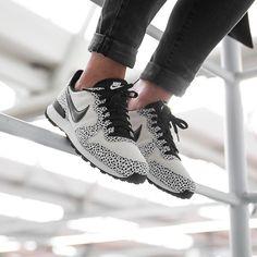 Nike WMNS Internationalist PRM (beige / schwarz) - 43einhalb Sneaker Store Fulda